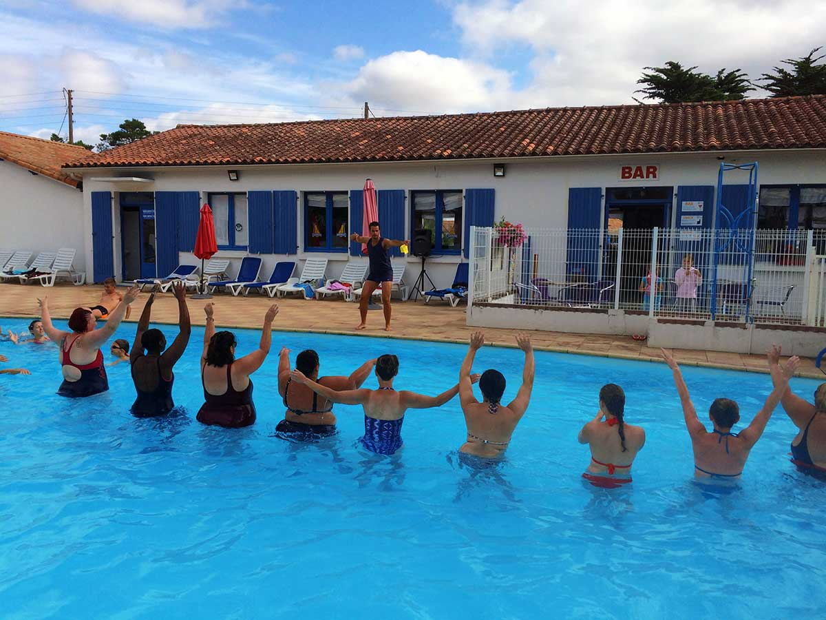 Camping avec animations activit s la faute sur mer vend e for Animation piscine